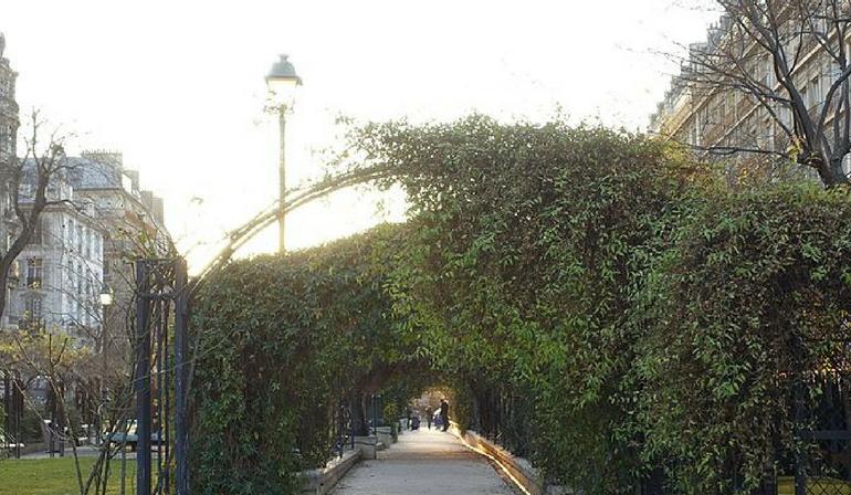 Le Jardin de la promenade Pereira dans le quartier des batignolles